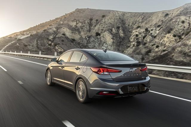Hyundai Elantra 2019 ra mắt với những thay đổi ngỡ ngàng trong thiết kế - Ảnh 3.