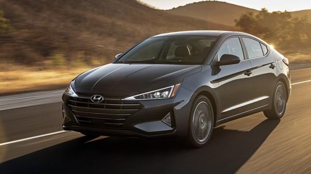Hyundai Elantra 2019 ra mắt với những thay đổi ngỡ ngàng trong thiết kế