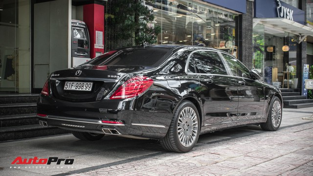Đại gia Sài Gòn sắm Mercedes-Maybach S600 biển 998.99 đối cặp với Ferrari 889.88 của Tuấn Hưng - Ảnh 1.