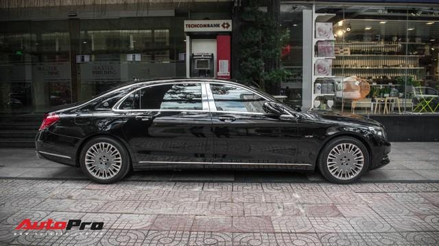 Đại gia Sài Gòn sắm Mercedes-Maybach S600 biển 998.99 đối cặp với Ferrari 889.88 của Tuấn Hưng - Ảnh 3.