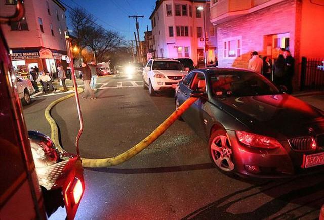 Những cái kết đắng ngắt của chủ xe vì lỡ đậu xế hộp cạnh các điểm cấp nước chữa cháy - Ảnh 1.
