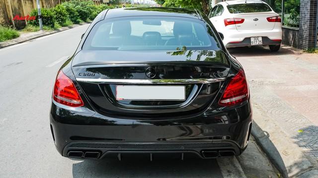 Độ full-black rồi bán lại, chủ xe Mercedes-Benz C300 AMG vẫn khấu hao hàng trăm triệu đồng. - Ảnh 5.