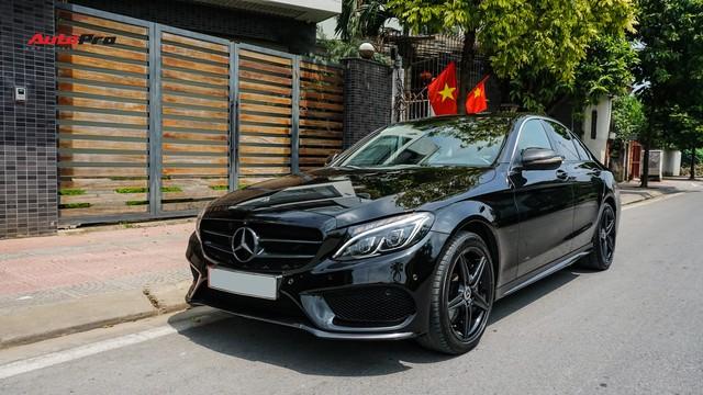 Độ full-black rồi bán lại, chủ xe Mercedes-Benz C300 AMG vẫn khấu hao hàng trăm triệu đồng. - Ảnh 7.