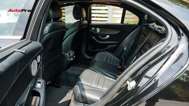 Độ full-black rồi bán lại, chủ xe Mercedes-Benz C300 AMG vẫn khấu hao hàng trăm triệu đồng. - Ảnh 15.