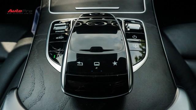 Độ full-black rồi bán lại, chủ xe Mercedes-Benz C300 AMG vẫn khấu hao hàng trăm triệu đồng. - Ảnh 13.