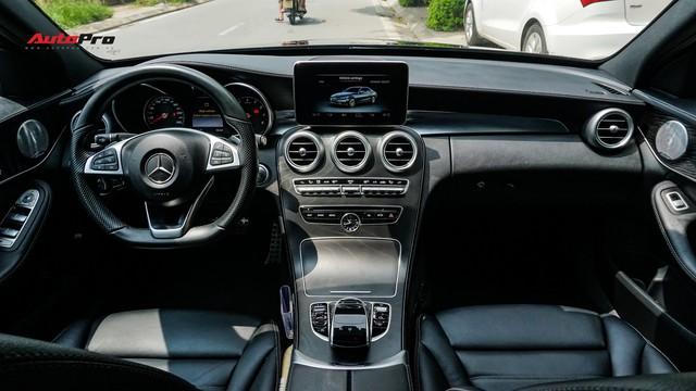 Độ full-black rồi bán lại, chủ xe Mercedes-Benz C300 AMG vẫn khấu hao hàng trăm triệu đồng. - Ảnh 9.