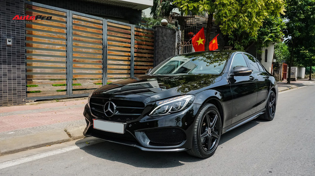 Đại gia Việt chi hơn nửa tỷ đồng dùng lướt sau đó phủ đen Mercedes-Benz C300 AMG