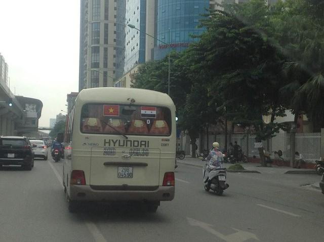 Màn dự đoán tỉ số trận U23 Việt Nam - U23 Syria của chiếc xe khách khiến dân mạng thích thú - Ảnh 1.