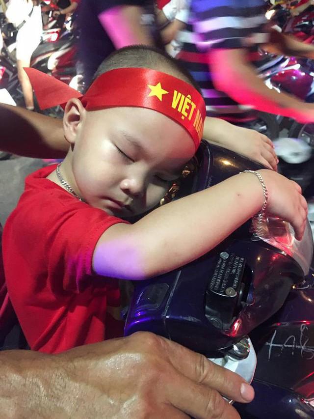 Màn dự đoán tỉ số trận U23 Việt Nam - U23 Syria của chiếc xe khách khiến dân mạng thích thú - Ảnh 9.