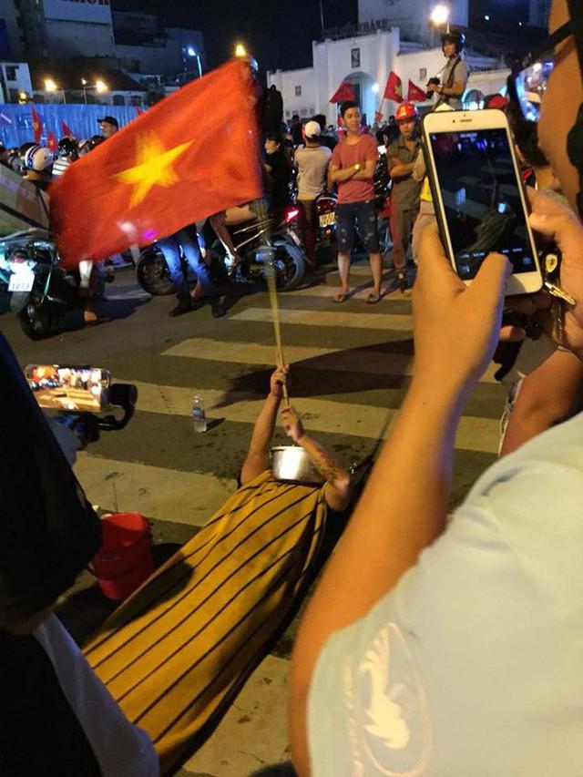 Màn dự đoán tỉ số trận U23 Việt Nam - U23 Syria của chiếc xe khách khiến dân mạng thích thú - Ảnh 10.
