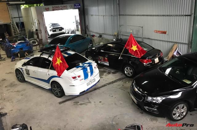 Đoàn 40 chiếc Chevrolet Cruze diễu hành quanh Hà Nội để cổ vũ đội tuyển Việt Nam trước giờ bóng lăn - Ảnh 1.