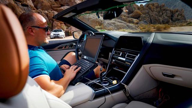 BMW 8-Series mui trần bị thử nghiệm khắc nghiệt ở thung lũng tử thần như thế nào? - Ảnh 1.