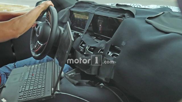 Nội thất của Mercedes-Benz GLS sắp ra mắt với màn hình siêu lớn là đây - Ảnh 1.