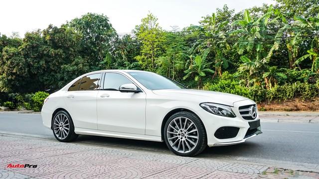 Mercedes-Benz C300 AMG nội thất màu hiếm vừa lăn bánh hơn 6.000 km đã được rao bán với khoản khấu hao cả trăm triệu đồng - Ảnh 17.
