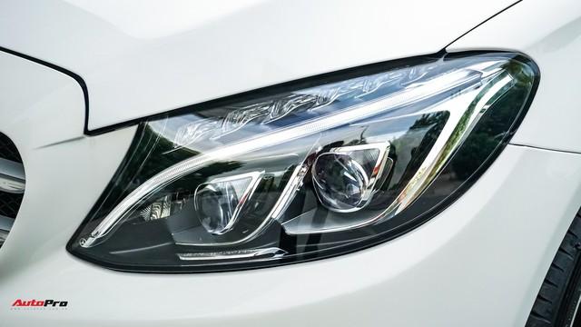 Mercedes-Benz C300 AMG nội thất màu hiếm vừa lăn bánh hơn 6.000 km đã được rao bán với khoản khấu hao cả trăm triệu đồng - Ảnh 2.