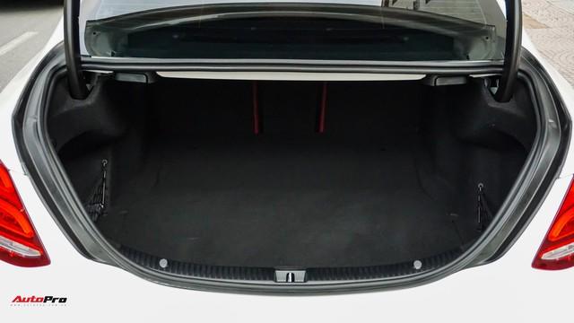 Mercedes-Benz C300 AMG nội thất màu hiếm vừa lăn bánh hơn 6.000 km đã được rao bán với khoản khấu hao cả trăm triệu đồng - Ảnh 6.