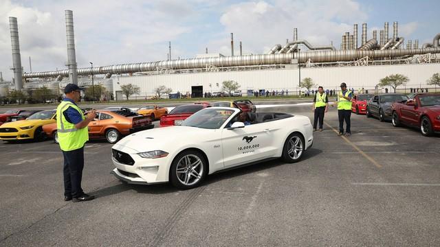 Chiếc Ford Mustang thứ 10 triệu được mòn mỏi trông chờ đã xuất hiện - Ảnh 1.