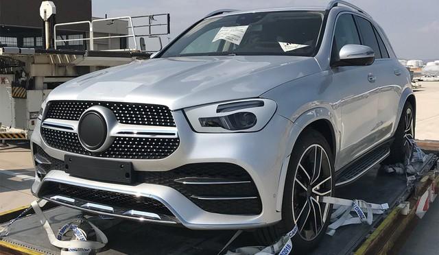 Mercedes-Benz GLE 2019 bất ngờ lộ ảnh thực tế biến ảnh phác thảo chính hãng trở nên... vô dụng - Ảnh 2.