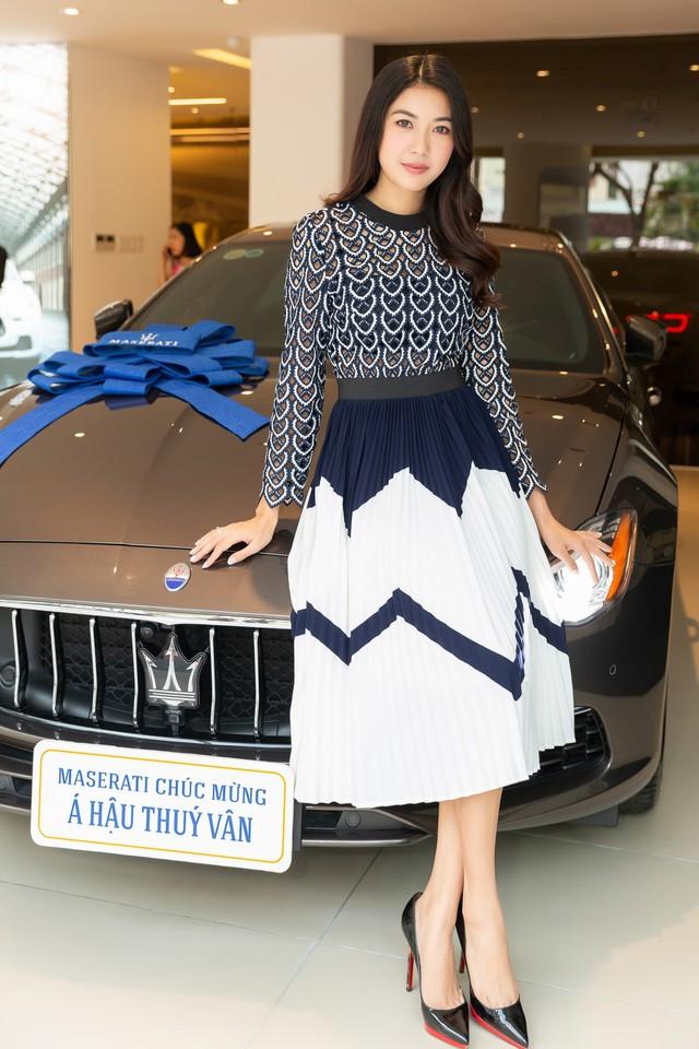 Á Hậu Thuý Vân sắm Maserati Quattroporte hàng hiếm với nội thất làm từ lụa - Ảnh 4.