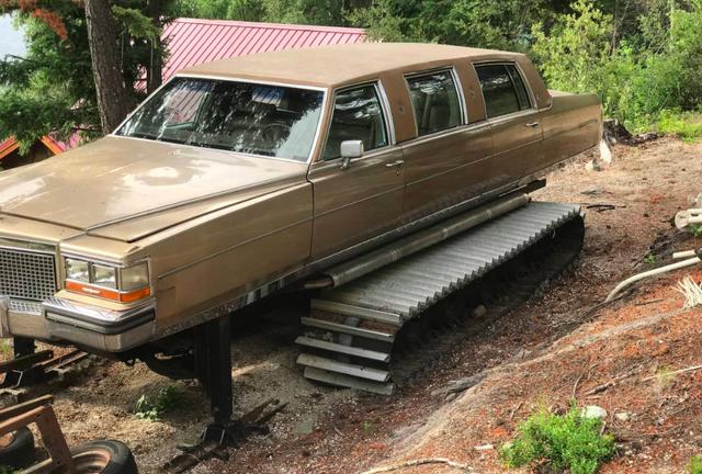 Tưởng sang như xe Tổng thống, limousine Cadillac lại bị biến thành xe ủi - Ảnh 3.