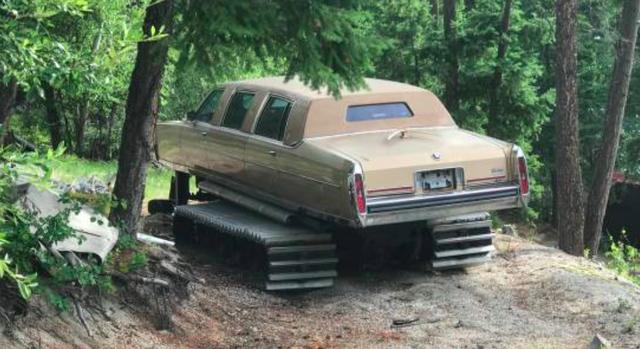 Tưởng sang như xe Tổng thống, limousine Cadillac lại bị biến thành xe ủi - Ảnh 1.