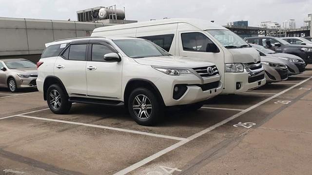 Thêm trăm triệu tiền phụ kiện, Toyota Fortuner 2018 vẫn bán được hơn 900 xe trong một tháng - Ảnh 1.