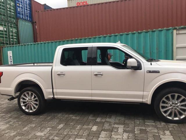 Siêu bán tải Ford F-150 Limited 2018 đầu tiên về Việt Nam - Ảnh 2.