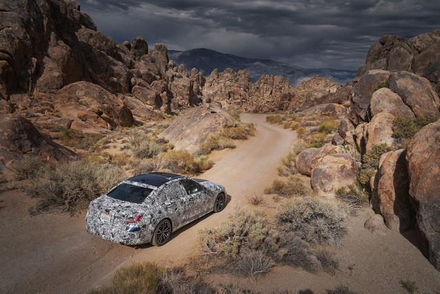 Xe bán chạy BMW 3-Series 2019 bị hành xác như thế nào trước khi ra mắt? - Ảnh 1.