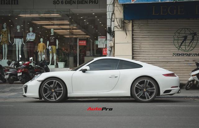 Thêm nửa tỷ đồng phụ kiện, Porsche 911 Carrera màu trắng chính hãng đầu tiên tại Hà Nội khoe dáng trên phố - Ảnh 6.