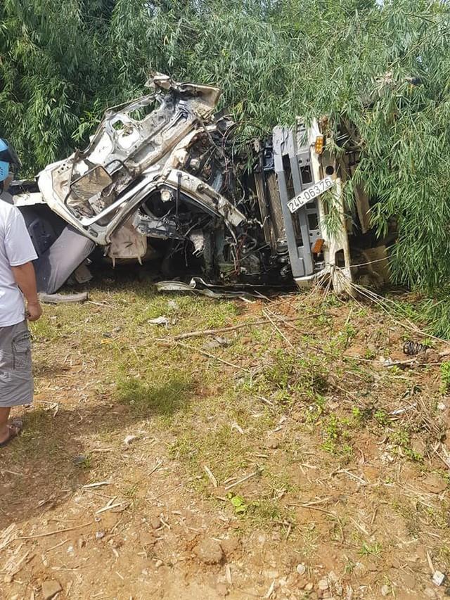 13 người chết vụ xe bồn và xe khách lao xuống vực: Hé lộ nguyên nhân ban đầu - Ảnh 1.