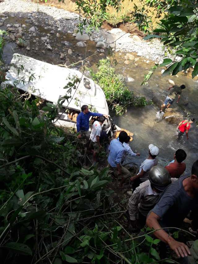 13 người chết vụ xe bồn và xe khách lao xuống vực: Hé lộ nguyên nhân ban đầu - Ảnh 3.