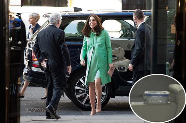Người hâm mộ tinh ý phát hiện ra vật bất thường trong xe hơi chở Công nương Kate, vô tình tiết lộ thói quen khó bỏ của người hoàng gia - Ảnh 1.