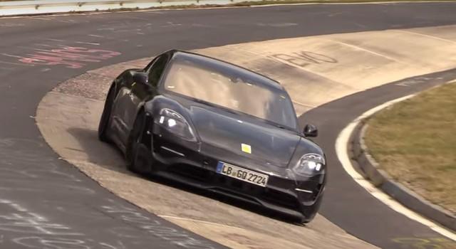 Porsche Taycan xuất hiện ngoài đời thực - Ảnh 2.