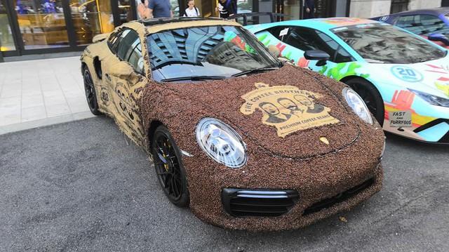 Dân chơi nghiện caffeine bọc Porsche 911 Turbo S bằng hạt cà phê