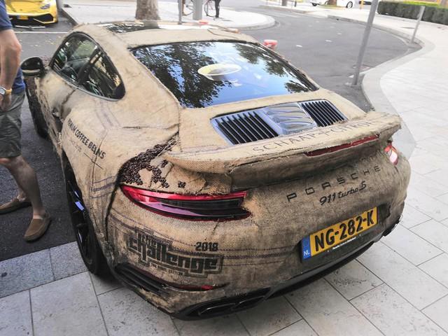 Dân chơi nghiện caffeine bọc Porsche 911 Turbo S bằng hạt cà phê - Ảnh 3.