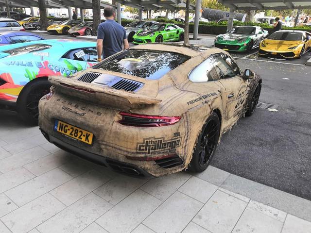 Dân chơi nghiện caffeine bọc Porsche 911 Turbo S bằng hạt cà phê - Ảnh 2.