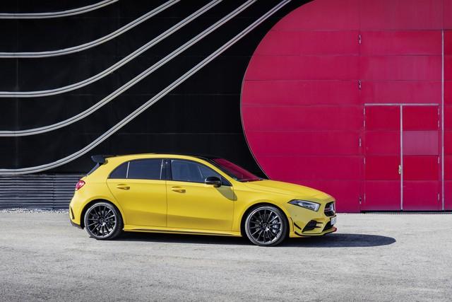 Mercedes-AMG chính thức trình làng xe rẻ nhất A35 - Ảnh 1.