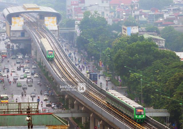 Ảnh: 4 đoàn tàu đường sắt trên cao bất ngờ di chuyển trong mưa trước ngày chạy thử - Ảnh 10.