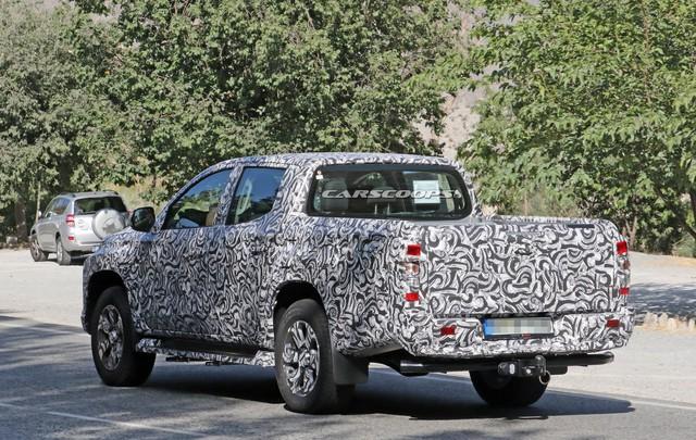 Mitsubishi Triton facelift lộ diện với đèn pha mới - Ảnh 2.