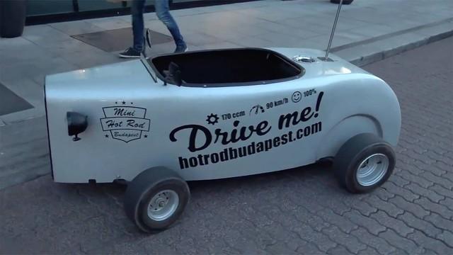 Hà Nội có xe điện mini để thăm thú thành phố còn Budapest lại có dòng xe này - Ảnh 1.