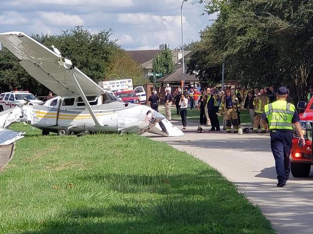 Tai nạn hi hữu: xe Tesla bị cả một cái máy bay đâm trúng, người trong xe không hề hấn gì - Ảnh 4.