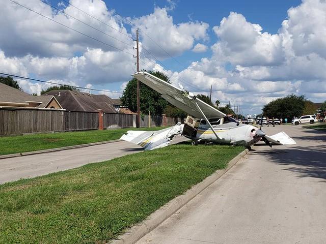 Tai nạn hi hữu: xe Tesla bị cả một cái máy bay đâm trúng, người trong xe không hề hấn gì - Ảnh 5.