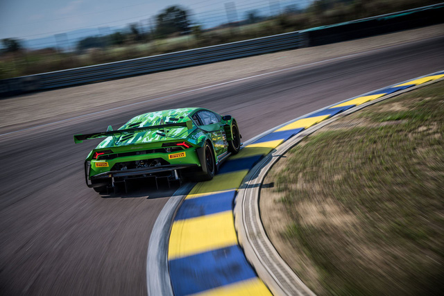 Lamborghini Huracan GT3 Evo - Khi sư tử mọc thêm cánh - Ảnh 9.