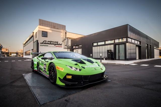 Lamborghini Huracan GT3 Evo - Khi sư tử mọc thêm cánh - Ảnh 8.