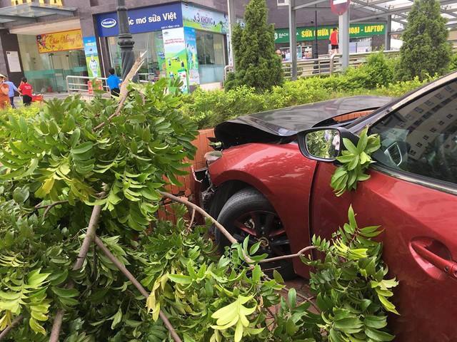 Chiếc Mazda3 tai tiếng tại Hà Nội gặp nạn nghiêm trọng, tài xế từng dương tính với ma tuý - Ảnh 2.
