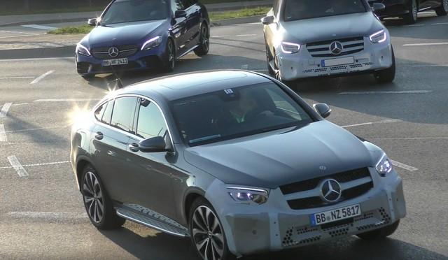 Mercedes-Benz GLC, GLC Coupe 2019 lộ ảnh thử nghiệm với đèn pha giống Ford Transit - Ảnh 1.