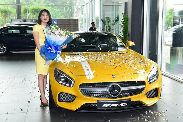 Nữ đại gia Sài Gòn đeo biển cho Mercedes-AMG GT S màu vàng đầu tiên tại Việt Nam - Ảnh 2.