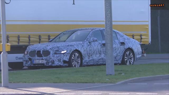 Mercedes-Benz S-Class 2020 lộ diện: Màn hình giải trí khổng lồ, tay nắm cửa biến mất? - Ảnh 1.