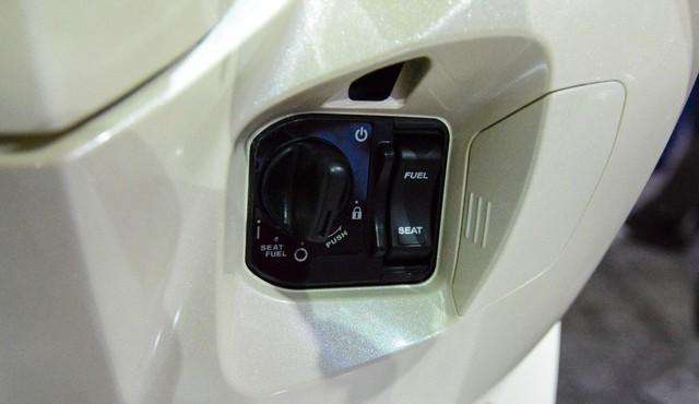 Honda Vision được nâng cấp chìa khóa thông minh, thêm nhiều màu mới và tăng giá - Ảnh 1.