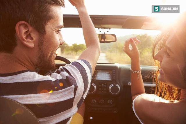8 việc tuyệt đối không làm khi đặt chân lên xe ô tô: Điều thứ 3 các bà vợ hay mắc nhất! - Ảnh 1.